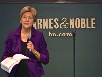Elizabeth Warren At Union Square Park Barnes & Noble Bookstore | elizabeth warren manhattan union square barnes & noble bookstore manhattan politics nyc