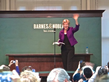 senator warren photo union square barnes & noble manhattan nyc